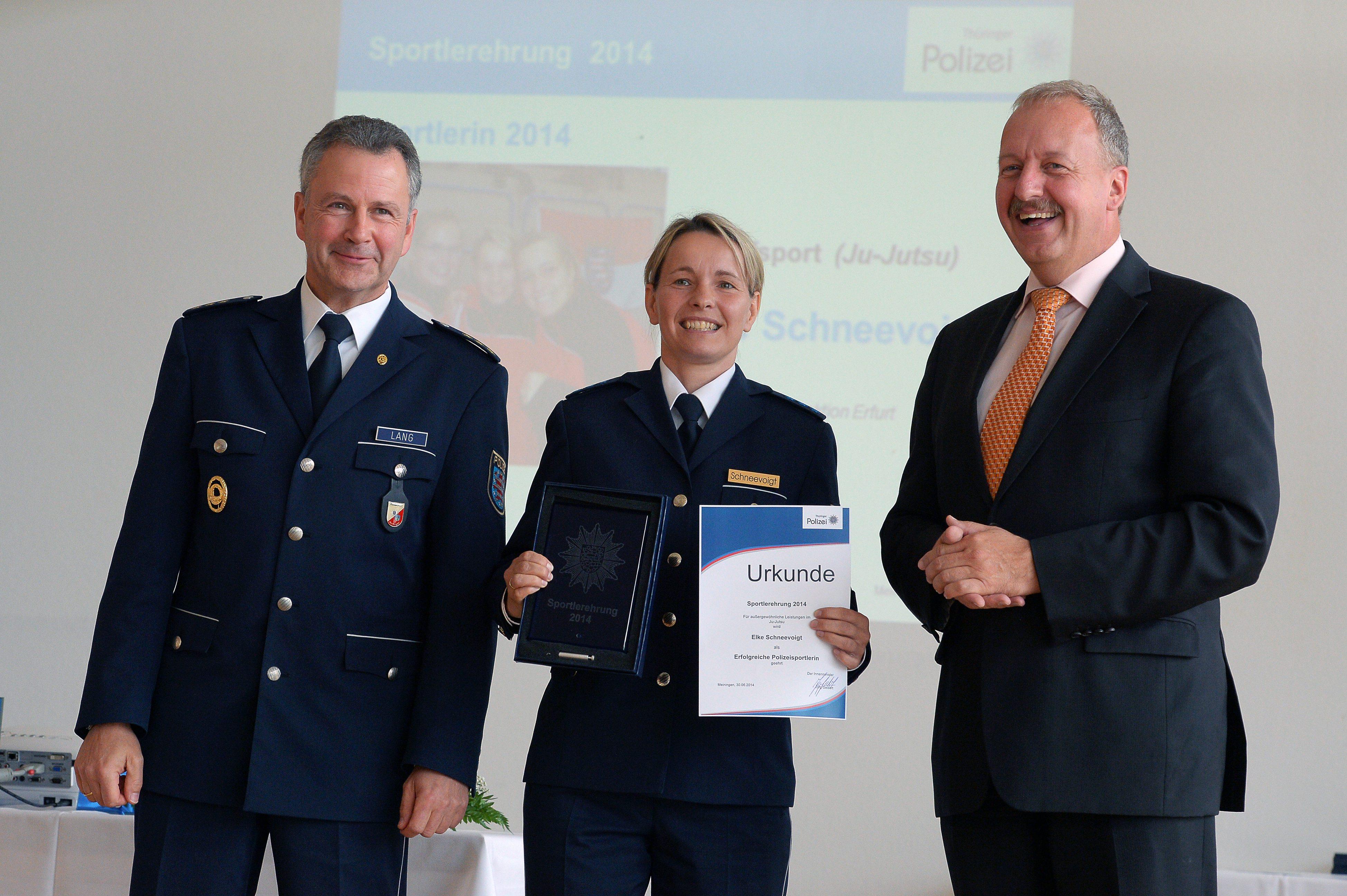 30/06/2014-MEININGEN / 30062014 / Sportlerehrung der ThŸringer Polizei, Thueringens Innenminister Joerg Geibert hat am 30.06.2014 an der Sportlerehrung der ThŸringer Polizei in Meiningen teilgenommen. (FOTO: Marcus Scheidel) ----------------- MARCUS SCHEIDEL, REGIERUNGSSTRASSE 35, 99084 ERFURT, TEL: (0173) 56 96 196, FAX (03212) 56 96 196, MAIL: INFO@FOTOERFURT.DE, SPARKASSE MITTELTHUERINGEN, IBAN: DE89 8205 1000 0100 1262 00, BIC-/SWIFT-Code: HELADEF1WEM, ST.NR. 151/267/03772, HINWEIS: JEGLICHE KOMMERZIELLE NUTZUNG IST HONORARPFLICHTIG! HONORAR GEMAESS MFM ZZGL. 7 % MWST. WEITERGABE AN DRITTE NUR NACH VORHERIGER ABSPRACHE MIT DEM URHEBER! DARSTELLUNG IM INTERNET IST GRUNDSAETZLICH HONORARPFLICHTIG, AUCH ALS 1:1 KOPIE IN INTERNET AUSGABEN VON TAGESZEITUNGEN UND MAGAZINEN. AUTORENNENNUNG AUCH F†R INTERNET DARSTELLUNG GEMAESS ¤ 13 URHGES. *** Local Caption *** TIM, TIM2014, Innenminister