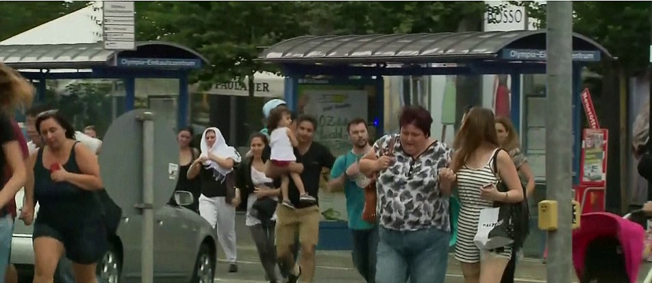 3682FDCF00000578-3703705-Shoppers_fleeing_the_Munich_Olympia_Shopping_Centre_in_the_distr-a-16_1469227700925