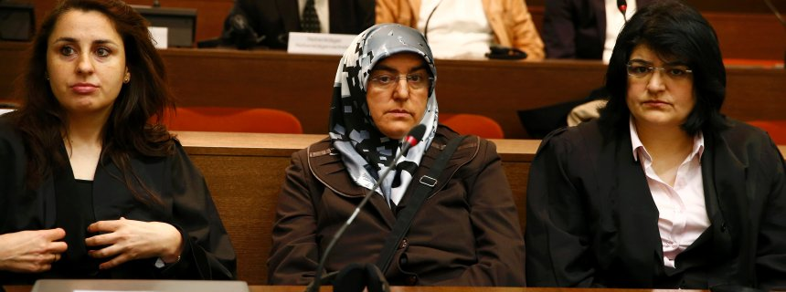 Adile Simsek (C), widow of NSU victim Enver Simsek, sits among her lawyers in the courthouse before the start of the trial in Munich May 6, 2013. The surviving member of NSU blamed for a series of racist murders that scandalised Germany and shamed its authorities goes on trial on Monday in one of the most anticipated court cases in recent German history. The trial in Munich will focus on 38-year-old Zschaepe, who is charged with complicity in the murder of eight Turks, a Greek and a policewoman between 2000-2007, as well as two bombings in immigrant areas of Cologne, and 15 bank robberies.            REUTERS/Michael Dalder (GERMANY  - Tags: POLITICS CRIME LAW)